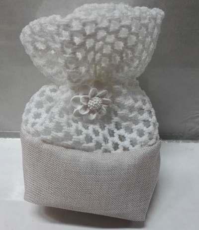 sacchetto bianco con fiorellino gesso