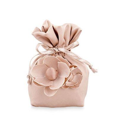 sacchetto lucido cipria con fiore