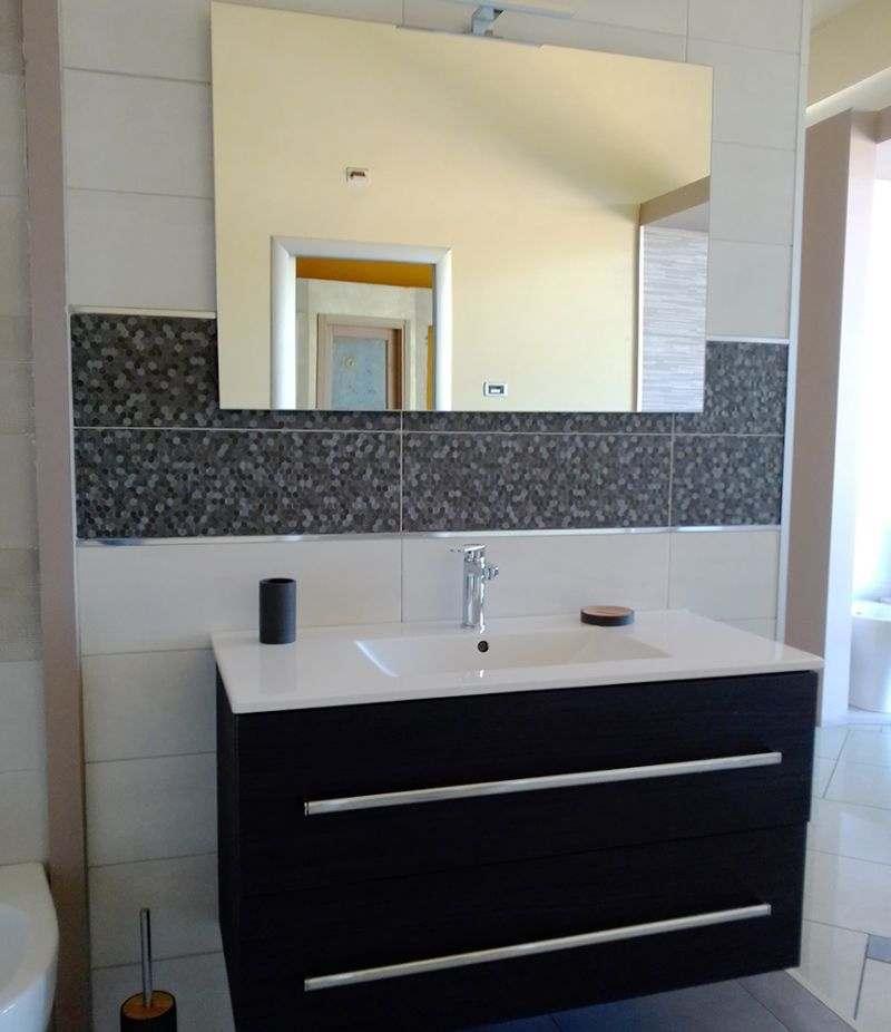 Mobile bagno Fiorano 100 cm grigio scuro venato con lavabo, specchio e lampada
