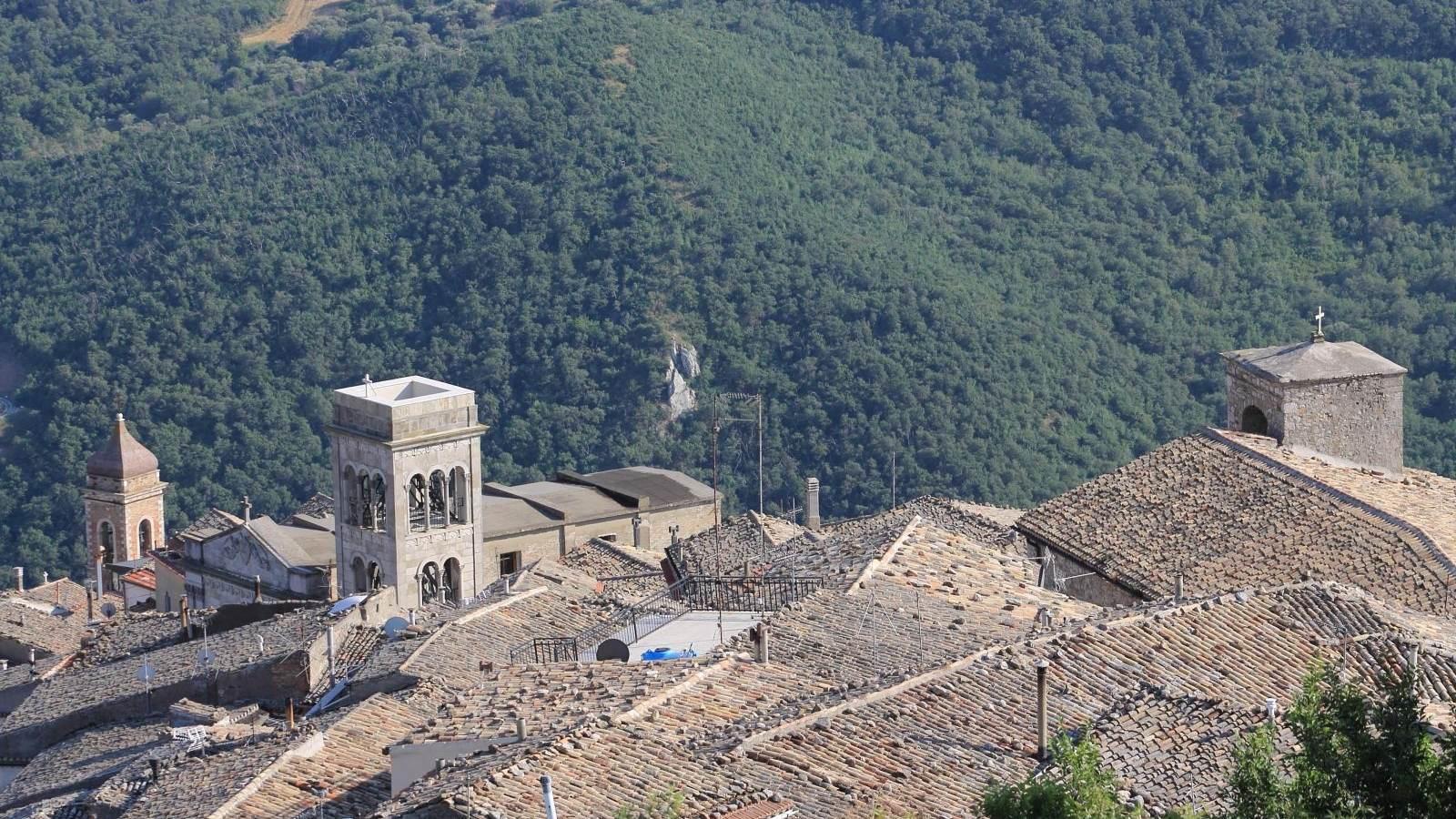 Lato sud-ovest: i tre Campanili - la Pietra di Sant'Arcangelo