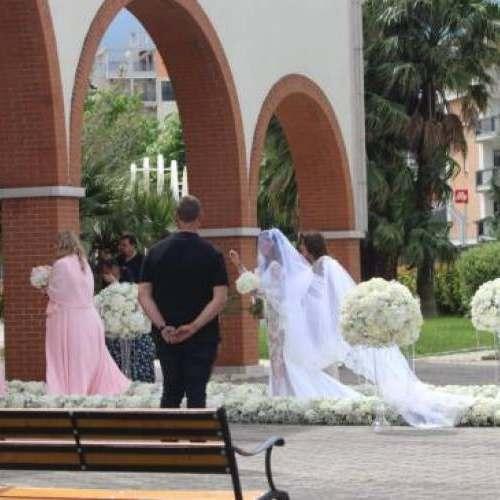 Kragl: il bomber del Foggia sposa Alessia Macari